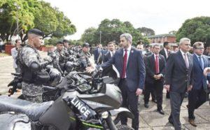 Paraguay: policías retirados y familiares de activos podrían cortar este lunes el puente San Roque González de Santa Cruz