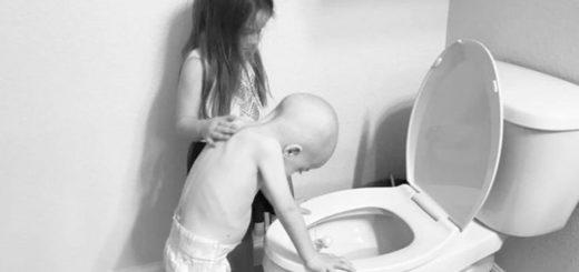 La historia detrás de la conmovedora imagen de una nena que consuela a su hermano con cáncer