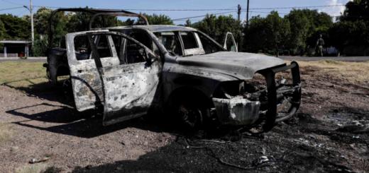 Narcos acribillaron y quemaron vivos a 13 policías en México