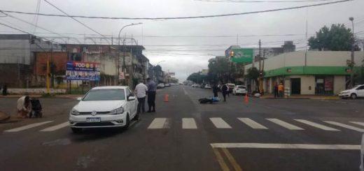 Motociclista herida tras colisionar contra un auto sobre la avenida Uruguay de Posadas