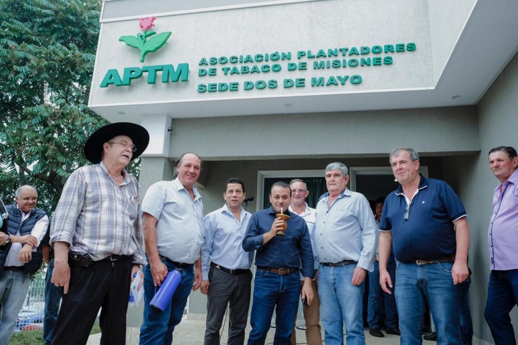 Oscar Herrera Ahuad inauguró la sub-sede de la Asociación de Plantadores de Tabaco de Misiones en Dos de Mayo