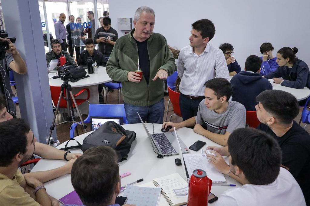 Passalacqua visitó el Polo TIC y dialogó con los participantes del Hackatón