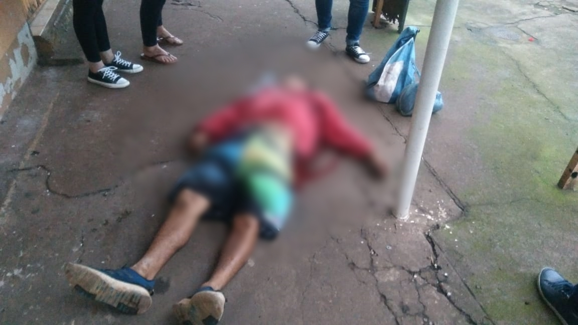 Posadas: un trío a bordo de un auto paraguayo mató a puñaladas a un indigente en la Chacra 32-33