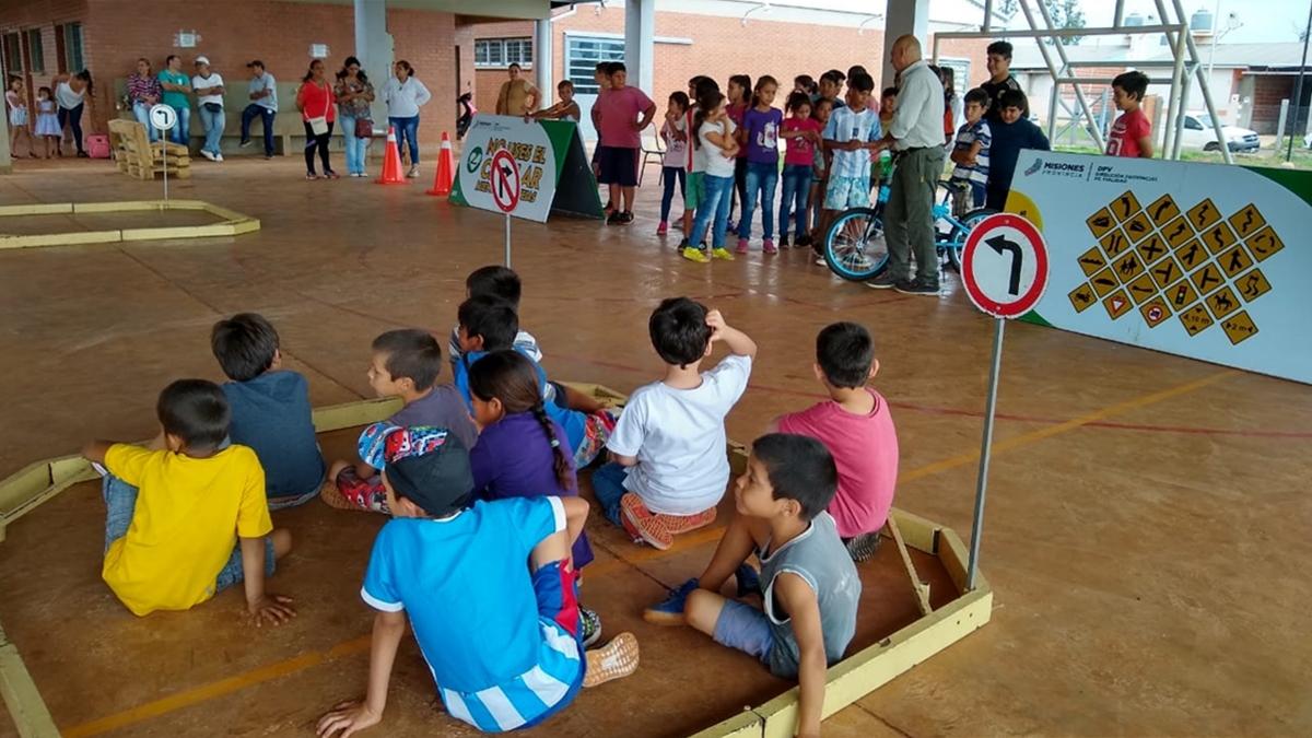 La Dirección Provincial de Vialidad brindó una jornada de formación ciudadana para los chicos de la EPET N° 34