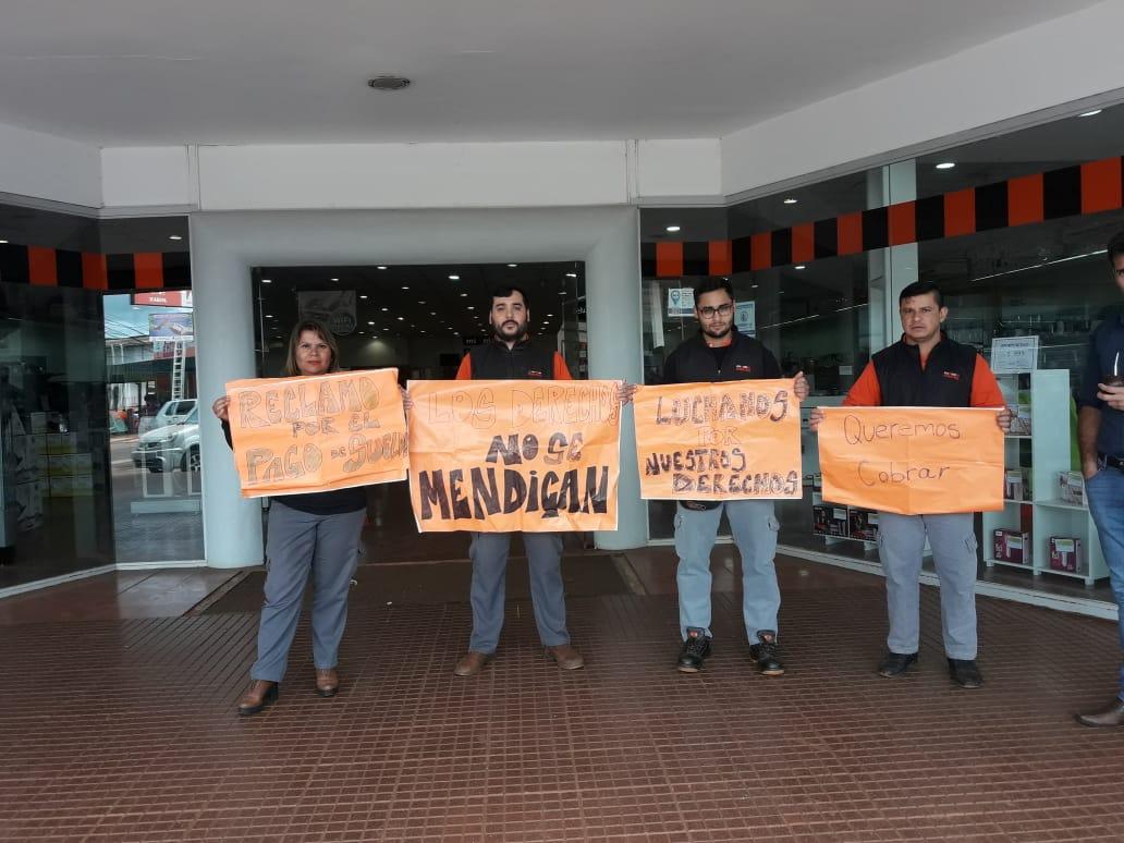 Eldorado: empleados de Ribeiro no atendieron a clientes, en reclamo por falta de pago de sus haberes
