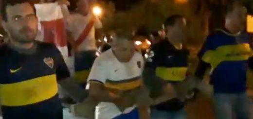 En Misiones, tras la eliminación los hinchas de Boca debieron estirar una carreta llena de hinchas de River