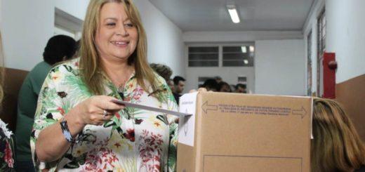 """""""Es un momento histórico importante y se ve un gran compromiso del ciudadano"""", dijo Ivonne Aquino tras emitir su voto en Oberá"""