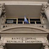 El Banco Central endureció el cepo: no se podrá comprar más de 200 dólares por mes y sólo 100 en efectivo