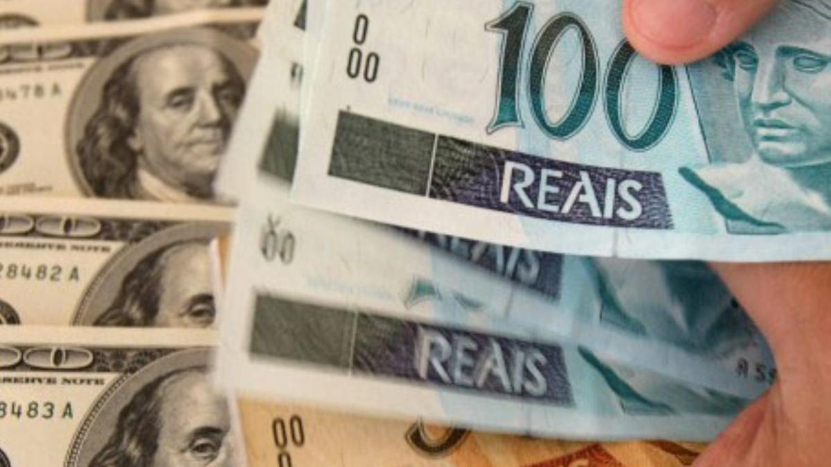 Para retirar efectivo en otro país habrá que  tener una cuenta en moneda extranjera con dólares