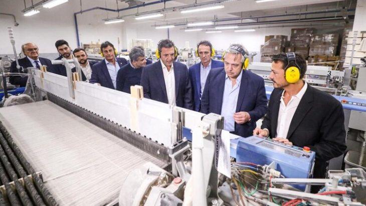 Alberto a los industriales: «Vamos a hacer lo que haga falta para que se produzca y se venda»