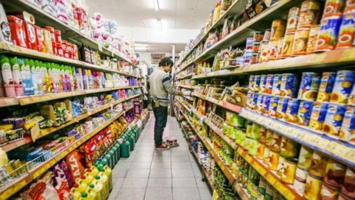 Según el Indec, el índice de salarios creció 2,4% en agosto y se ubicó muy por debajo de la inflación