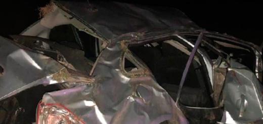 Accidente fatal: una mujer y su hija de dos años fallecieron al volcar un auto en el que iban 8 personas