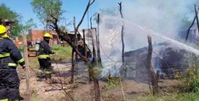 Una mujer y sus dos hijas murieron en un incendio: investigan un triple femicidio