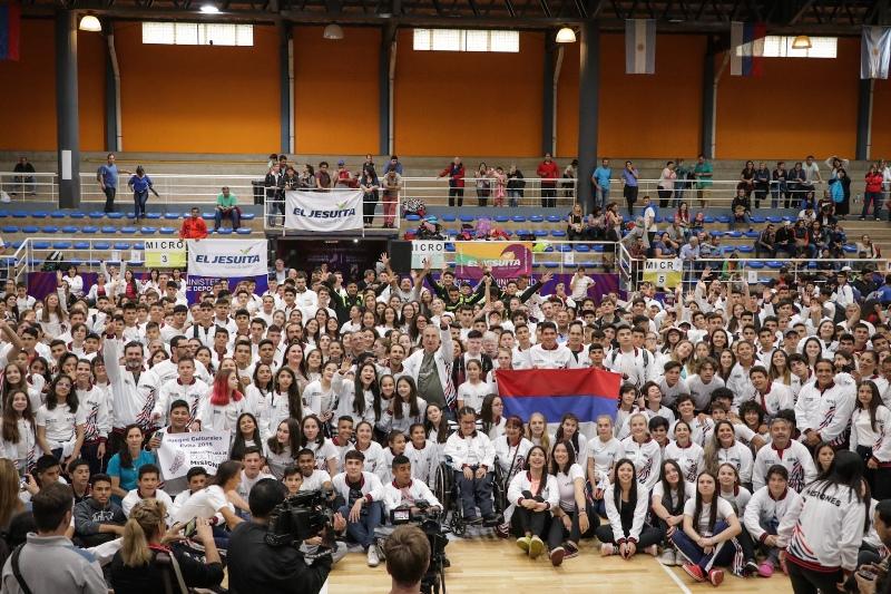 El gobernador Hugo Passalacqua despidió a los más de 800 jóvenes misioneros que partieron a los Juegos Nacionales Evita Mar del Plata