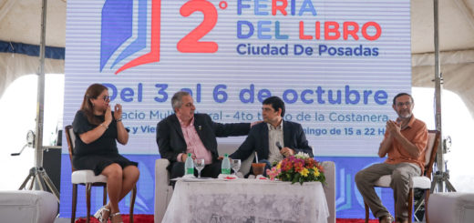 Passalacqua participó de la apertura oficial de la segunda Feria del Libro organizada por la Municipalidad de Posadas en la Costanera