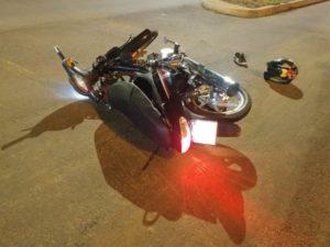 Posadas: accidente entre una moto y un auto dejó como saldo un joven con graves lesiones