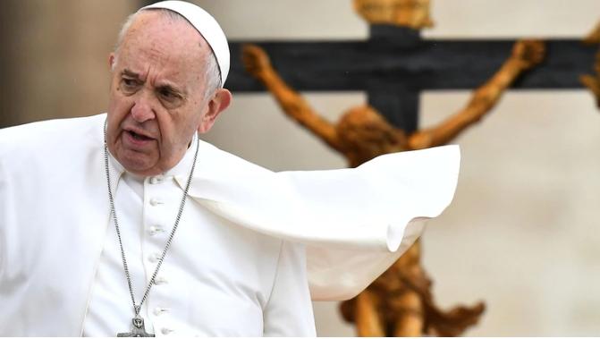 Escándalo en el Vaticano: cinco altos funcionarios fueron suspendidos en forma preventiva por corrupción