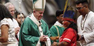 """El papa Francisco inauguró el Sínodo sobre el Amazonas y condenó los """"intereses"""" que causaron los incendios"""