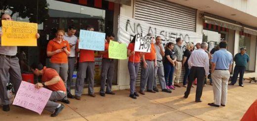 """Empleados de sucursales misioneras de Ribeiro en alerta ante el pago de sueldos en """"minicuotas"""""""