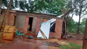 Wanda y Jardín América: lluvia y fuertes vientos provocaron daños en varias viviendas