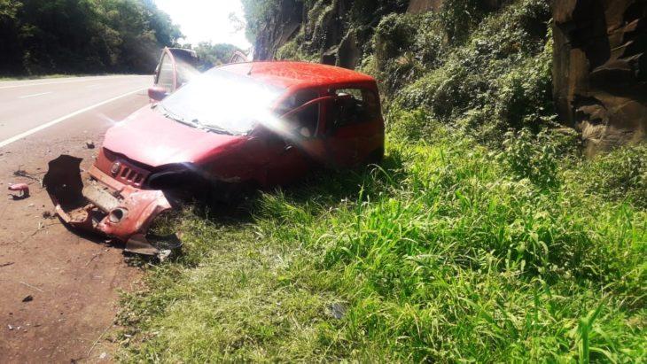 Una conductora perdió el control y chocó contra un murallón de piedra en la Ruta 14