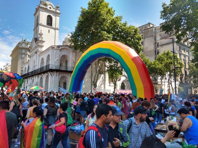 Las calles de Buenos Aires se tiñeron de colores por la Marcha del Orgullo