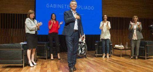 Mauricio Macri retoma la agenda oficial con una reunión de Gabinete ampliado
