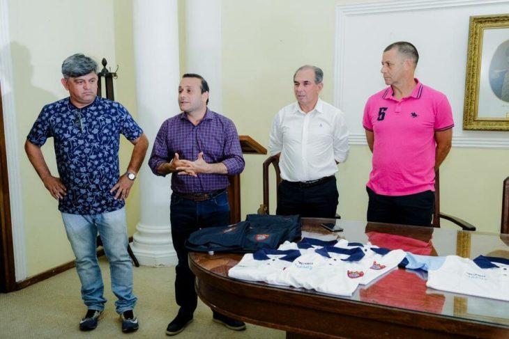 Herrera Ahuad entregó indumentaria para competición en el Club Capri