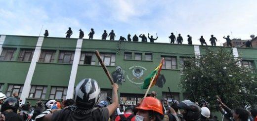 Evo Morales descartó emprender una acción militar para someter a los policías amotinados