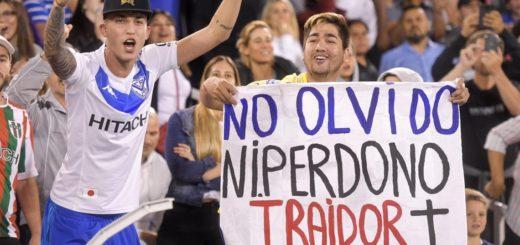 Fuerte sanción para el hincha de Vélez que llevó una bandera contra Mauro Zárate