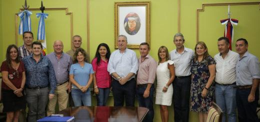 Emergencia alimentaria: Passalacqua encabezó firma de convenio entre Provincia y municipios