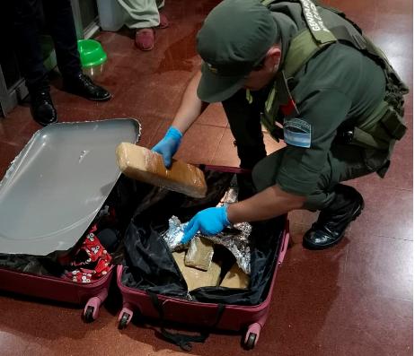 Posadas: Gendarmería incautó marihuana escondida en un doble fondo dentro de una valija