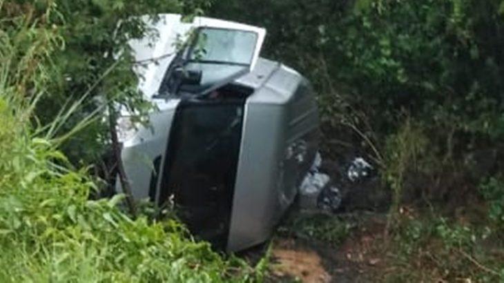 Santa Ana: conductor perdió el control al pasar sobre un espejo de agua en la Ruta 12 y despistó