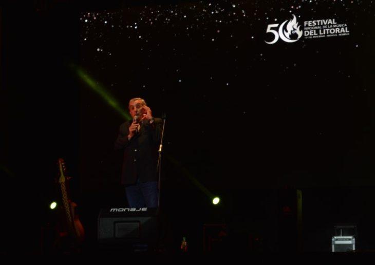 Negro Álvarez: la fusión de humor y música en la Segunda Luna del Festival Nacional de la Música del Litoral