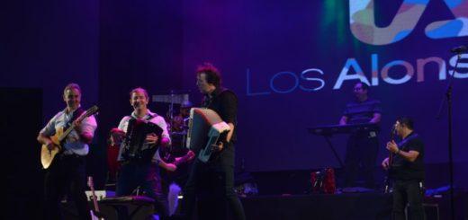 Los Alonsitos: el momento más bailable de la segunda luna de festival que terminó con una competencia de chamamé