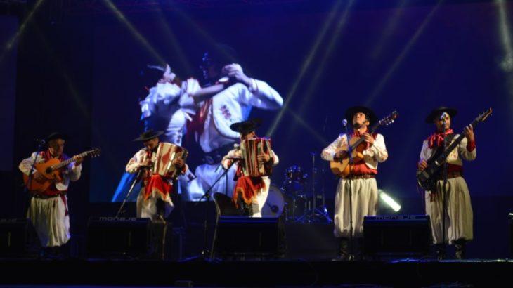 A puro sapucai, los Menchos del Chamamé cerraron la segunda luna del Festival Nacional de la Música del Litoral
