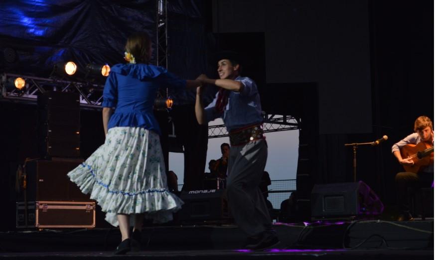 Con galopas paraguayas arrancó la tercera luna del Festival Nacional de la Música del Litoral