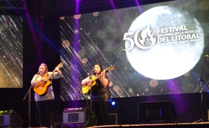 Lira Vera desplegó lo mejor de la música regional conjugada con humor en la tercera luna del Festival Nacional de la Música del Litoral