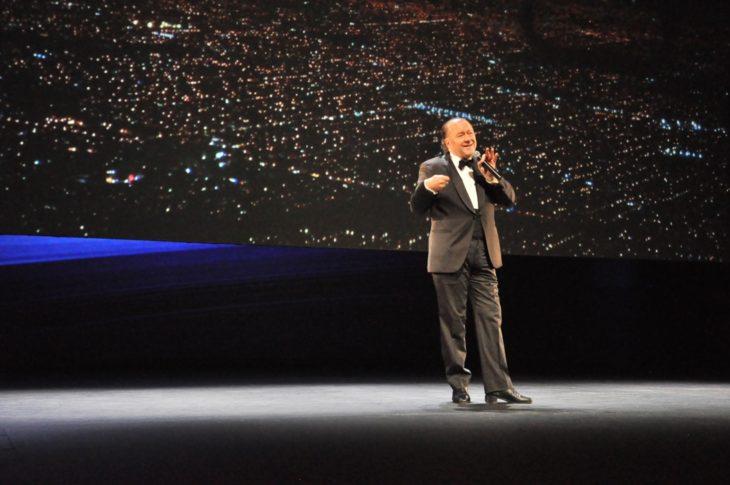 A sala llena, Enrique Piñeryro realizó el espectáculo «Volar es Humano, aterrizar es divino»