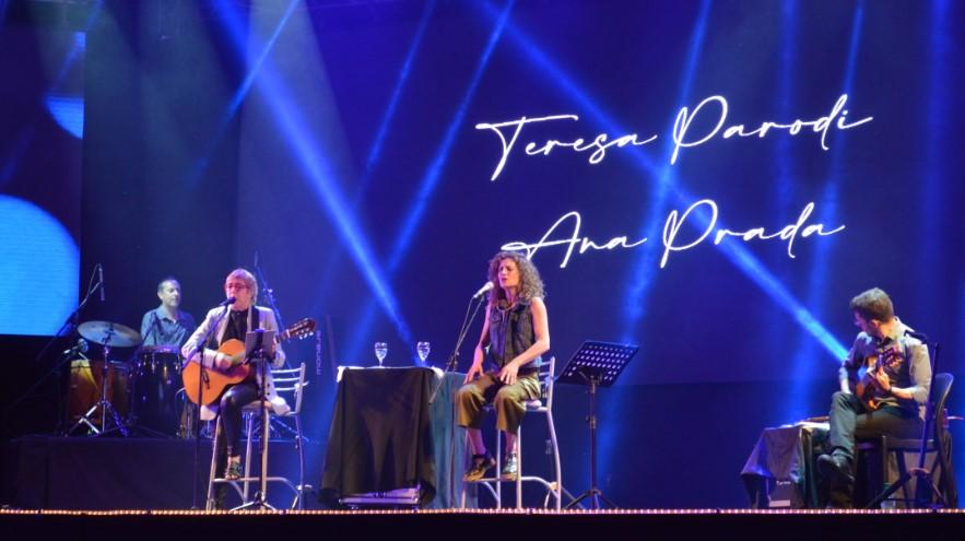 #FestivalDelLitoral: Teresa Parodi emocionó a todos y compartió escenario con Joselo Schuap