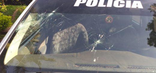 Posadas: fiesta clandestina terminó con 5 detenidos y un móvil policial con daños