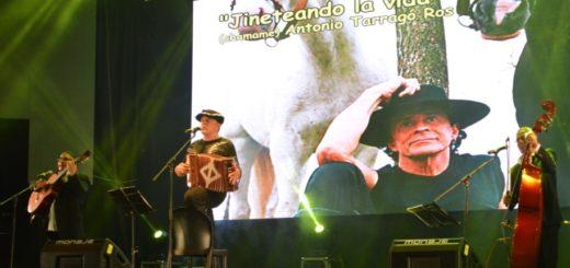 #FestivalDelLitoral: Antonio Tarragó Ros recordó su debut hace 50 años sobre el escenario Alcibíades Alarcón