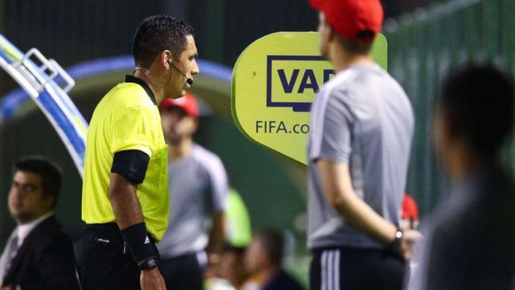 Cambiaron al VAR para la final de la Libertadores por romper el protocolo en una entrevista