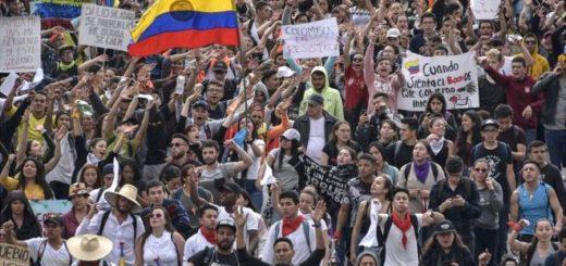 Colombia: tres muertos y más de 270 heridos en las protestas