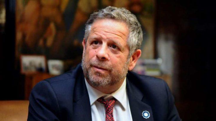 Adolfo Rubinstein hizo oficial su salida a la secretaría de Salud tras la polémica por el aborto no punible
