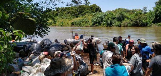 """Más de una tonelada de plásticos fue retirada del Río Uruguay en la tercera edición de la """"Limpieza Binacional"""""""
