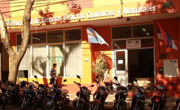 Confuso episodio en la Facultad de Exactas de la UNaM dejó una denuncia por violencia de género y un enfrentamiento a golpes entre un grupo de estudiantes