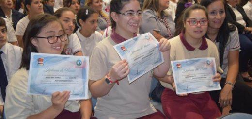 Posadas: abanderados y escoltas de la bandera Argentina recibieron sus diplomas de honor