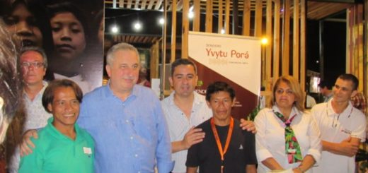 Cientos de personas vivieron a pleno la primera noche de la Feria de Turismo y Cocina Misionera