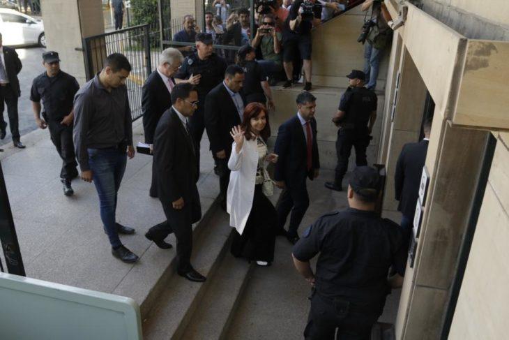 Sin transmisión en vivo, Cristina Kirchner declara en Comodoro Py